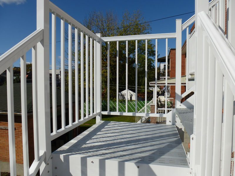 Aluminum stairs for residential property for Stair and railing solution
