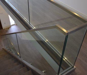 Base-shoe frame less glass installation