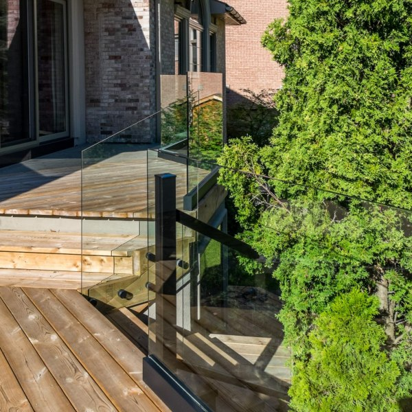 aluminum railings with glass
