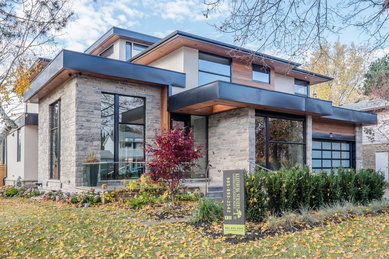 oakville-detached-home-with-glass-railings-02