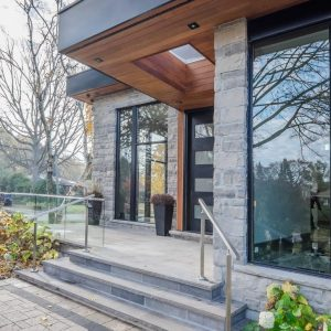oakville-detached-home-with-glass-railings-03