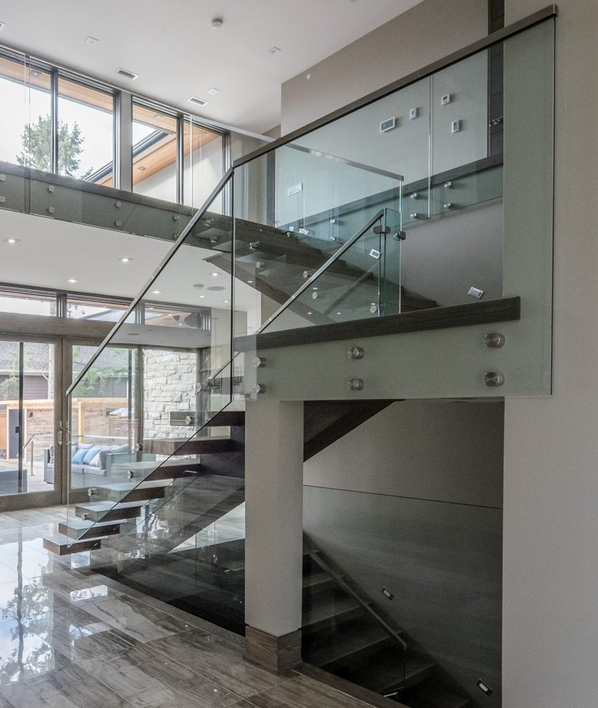 oakville-detached-home-with-glass-railings-06